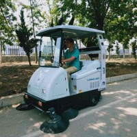 XLS-1750吸扫一体新能源电动清扫车