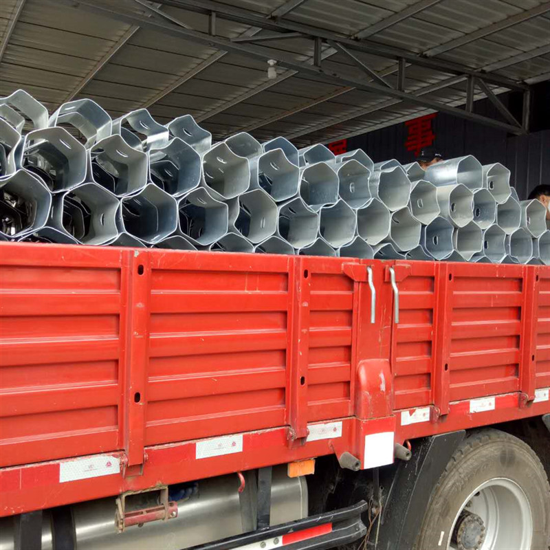 护栏板防阻块、热镀锌防阻块、喷塑防阻块