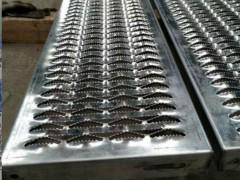 鳄鱼嘴冲孔防滑板生产流程