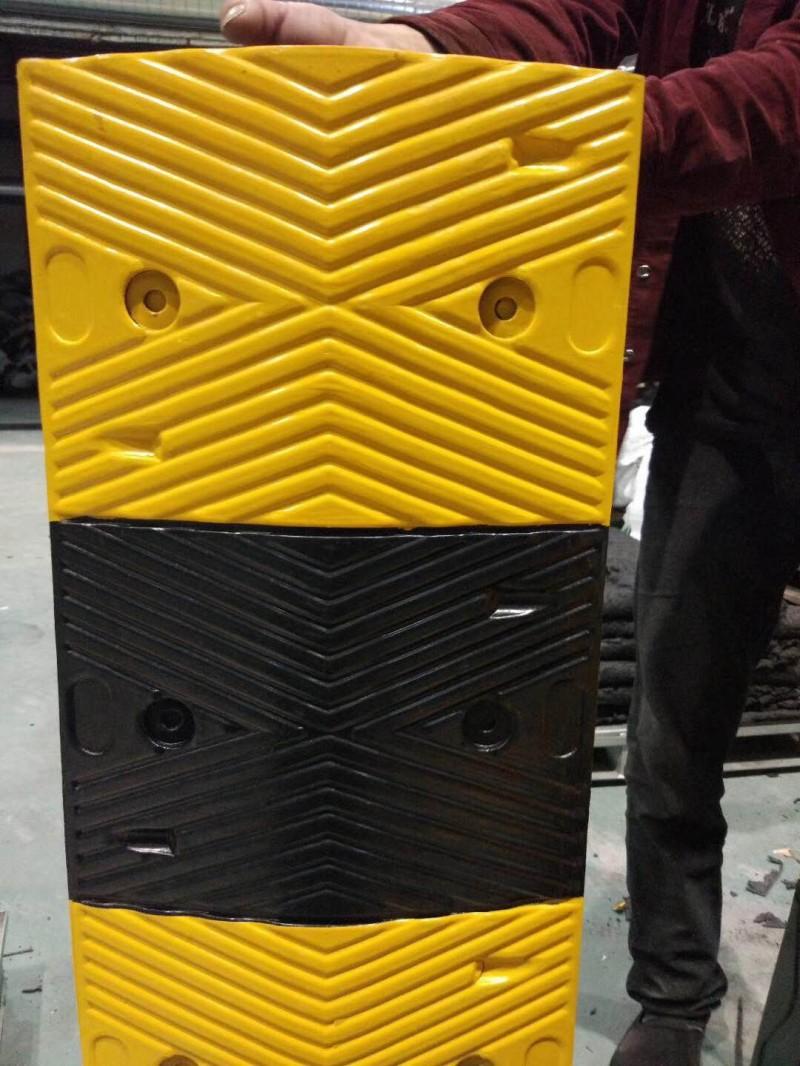 铸铁梯形减速带、弧形减速带、碳钢减速带、实心减速带