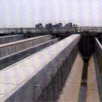 桥式吸砂机